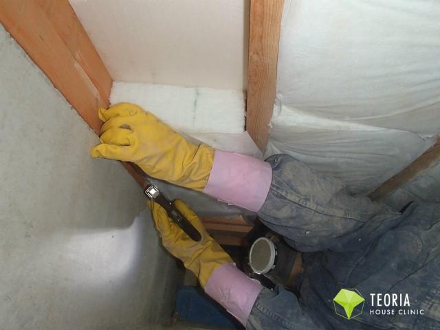床下断熱材の張付け