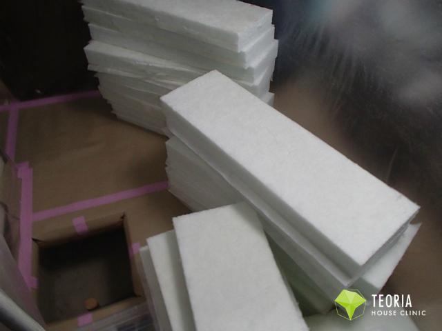 床下断熱材の搬入