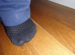 床がフカフカする、きしむ