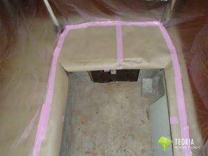 シロアリ再予防工事のために点検を養生する